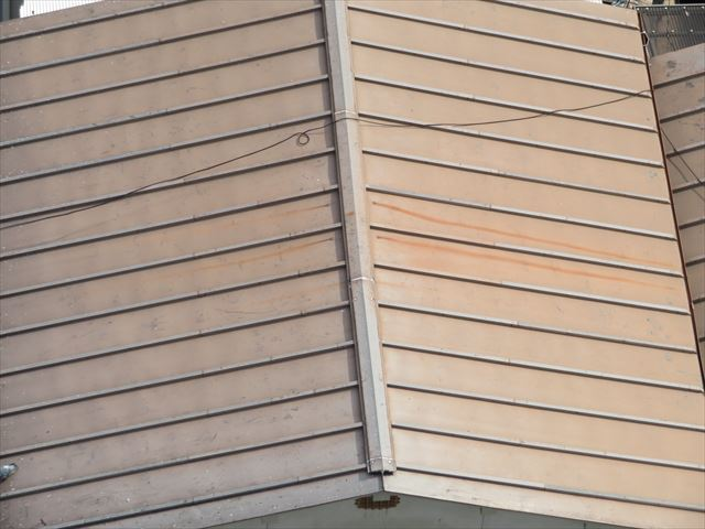 ガルバリウム鋼板の台頭で少なくなったトタン屋根も塗装をきちんとしておけば耐用年数はガルバリウム鋼板に負けない