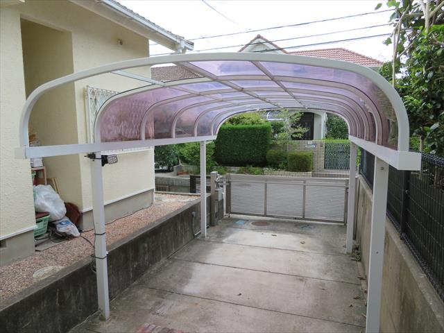 猪名川町でカーポートのポリカ屋根修理をご検討の方は街の屋根やさん宝塚店にお問合せ下さい。即日調査に伺います。