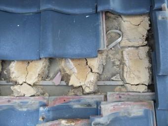 西宮市で雨どいが脱落したことで雨漏りして瓦修理が必要な方は街の屋根やさん宝塚店へお問合せ下さい。大工歴50年のベテラン職人が担当し安心施工をします。