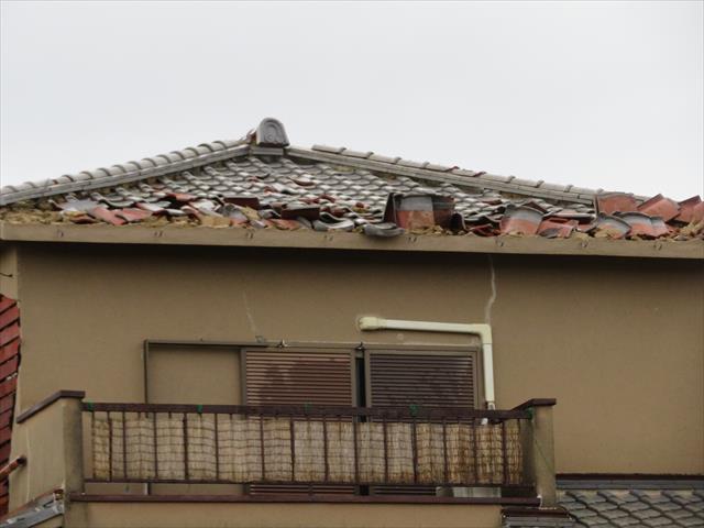 台風21号通過後には大屋根の瓦が大きく損傷しただけでなく、今まであったテレビアンテナがなくなっていた。