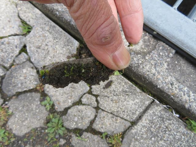 ガレージ土間のコンクリート厚みから、メタルラスが入っていない事が解る
