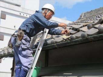 伊丹市の屋根工事を担当する街の屋根やさん宝塚店の職人は大工歴50年のベテランで、全てを熟知した見地で工事をします。