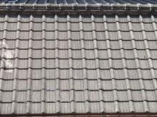 セメント瓦もスレート系屋根材の一種です。アスベスト含有タイプとノンアスがある