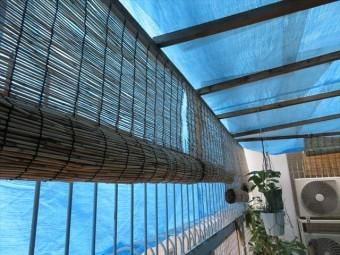 ビル2階のテラス屋根は支柱ごと台風21号で吹き飛ばされ跡形もなくなっていた