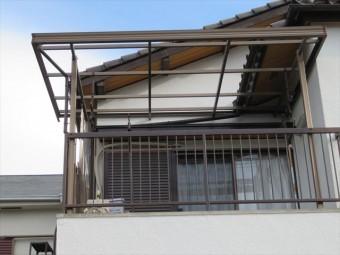 川西市で台風21号の強風でベランダの波板が吹き飛ばされて、洗濯物干しが不自由で悩まれている方は、街の屋根やさん宝塚店が早期修理を完了します。
