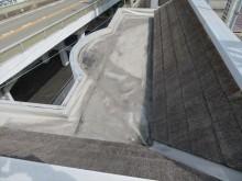 屋上のパラペット天端には笠木を配置して雨水が入らないように雨仕舞する