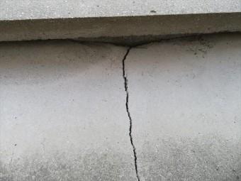 陸屋根屋上ペントハウスの基礎にも地震に因るクラックが生じてしまった