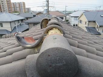 伊丹市でも台風21号の風で大棟の冠瓦、紐丸が飛び散って割れてしまったお宅が多くありましたが、街の屋根やさん宝塚店が相当数の修理工事を承りました。
