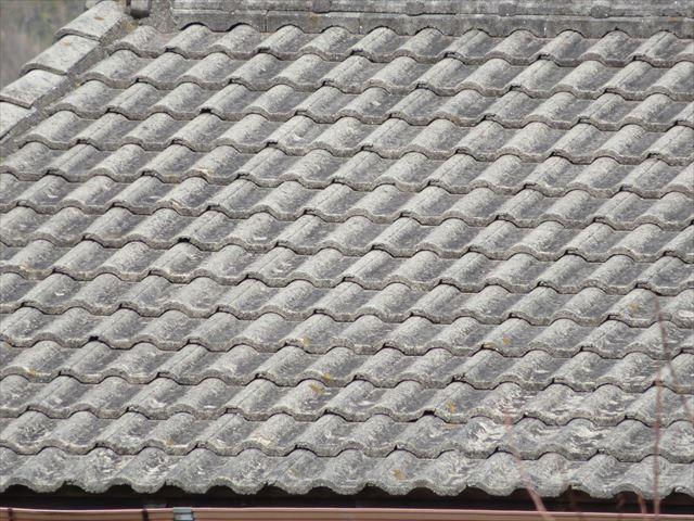 モニエル瓦はスレート系屋根材の一種で表面塗装を一定周期ですることでその寿命は極めて長くなる