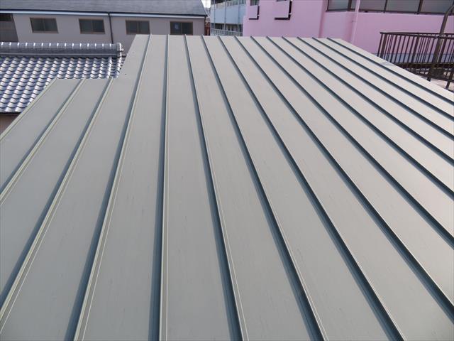 宝塚市マンション屋根カバー工事から雨漏りしにくい立平の優秀性を見る
