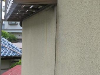 モルタル外壁は外部から力の影響を受けることでクラック(ひび割れ)が入ります。