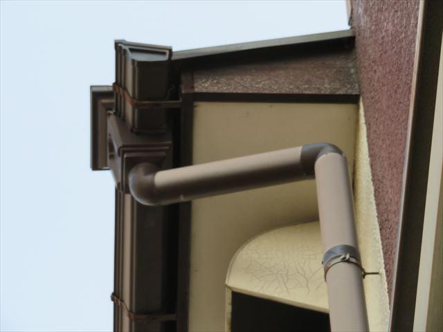 築42年の屋根周囲の鼻隠し板、雨どい、軒天井、下屋の状態