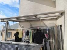 伊丹市でベランダのポリカ平板屋根がなくなってしまったままで洗濯物干しに不自由しておられませんか。街の屋根やさん宝塚店は速やかに復旧工事をしてお困りを解消したいと思います。