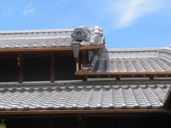 日本瓦は4寸以上の勾配が必要であるなどように、屋根材ごとに要求される勾配は異なっています。