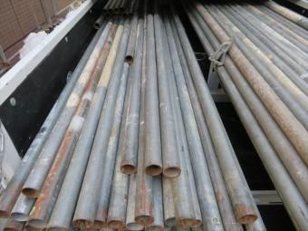 屋根工事に欠かせない足場 クランプ足場の単管