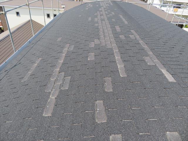 台風21号はマンションの屋根材100枚以上も剥がす被害を出した