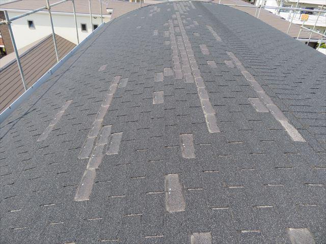 アーチ状のアスファルトシングル屋根