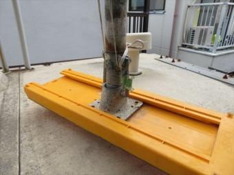 クランプ式足場を下屋に架設するときに使う養生板