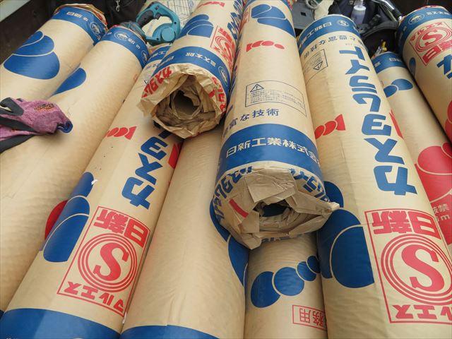 日新工業のカスタムライトはゴムアスと呼ばれる改質アスファルトルーフィングで耐久性、防水性に優れ安心感が高い