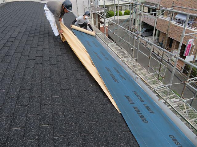 カバー工法は既存の屋根材を剥がさないので廃材処分費がかからない