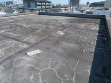 マンションなどの屋上の防水効果が切れてしまい、複数の専有部で雨漏りが確認された。
