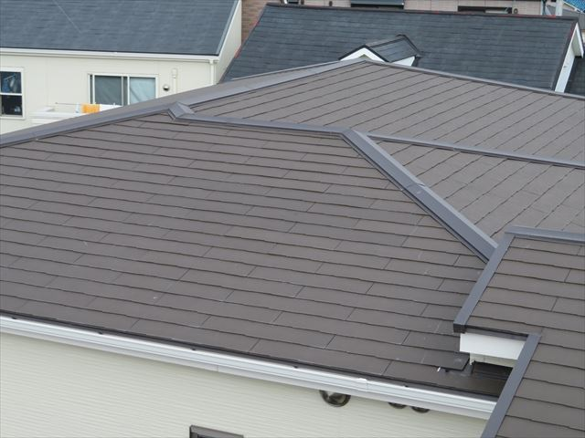 スレート(コロニアル、カラーベスト)屋根の大棟、隅棟、三角コーナーケラバ板金