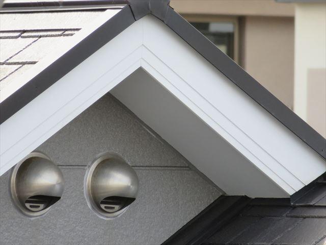 近年の家屋は窯業系資材の破風板が多くの割合を占めます