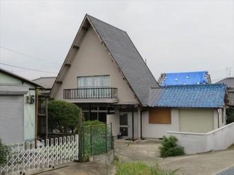 急勾配屋根の短所は、「屋根工事費用が高い(屋根面積が広く資材を多く使う、屋根足場が必要になる、施工速度が遅くなる)」「屋根が壁に近くなり横風の影響を受ける」が挙がります。