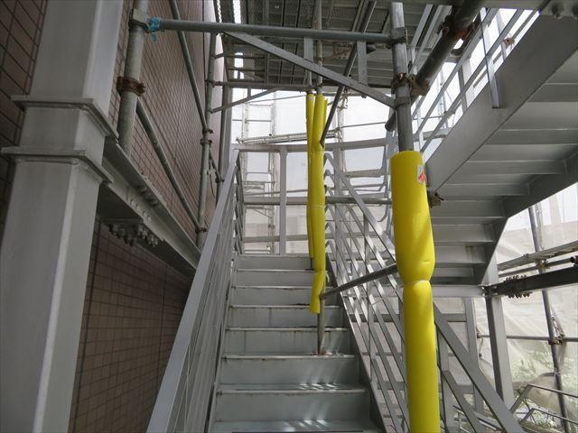 階段大屋根塗装に必要なステージア足場の設置状態