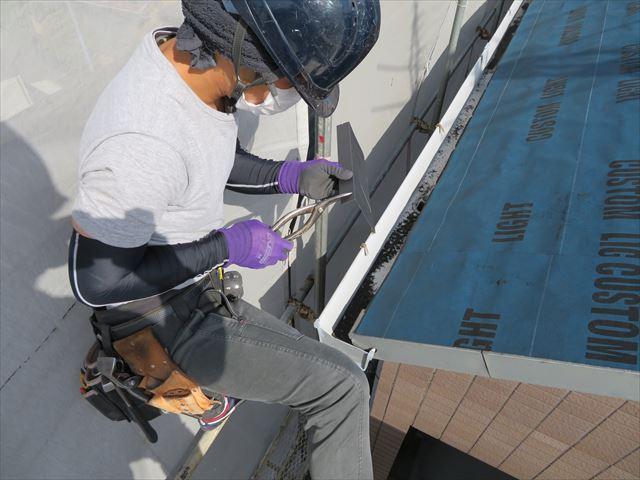 アーチ形状屋根の特殊なケラバ板金の加工