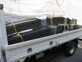 アーチ状屋根に適合する工場成型加工ガルバリウム鋼板(遮熱塗装)