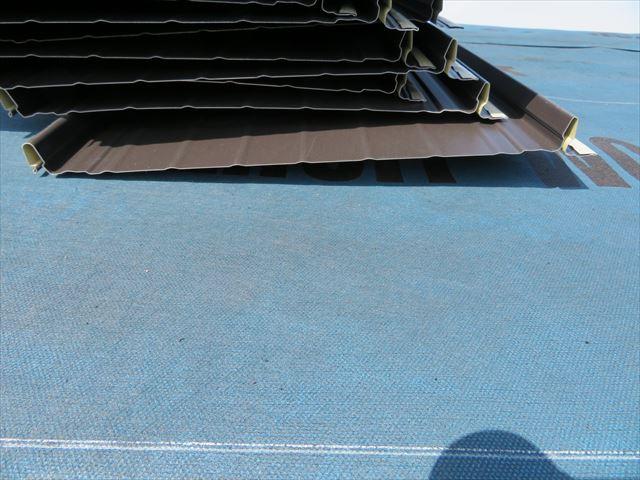 ガルバリウム鋼板屋根材の立平333には材料の方向性がある