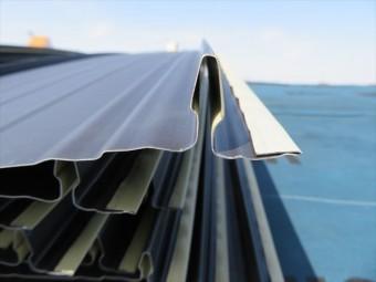 屋根材料の板金役物の端部は、ナイフのような凶器になる