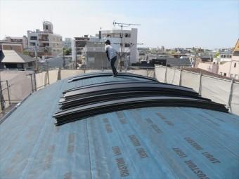 立平は最大12mまでの長尺屋根材を作成することが出来、大判屋根材は仕上げを早くします