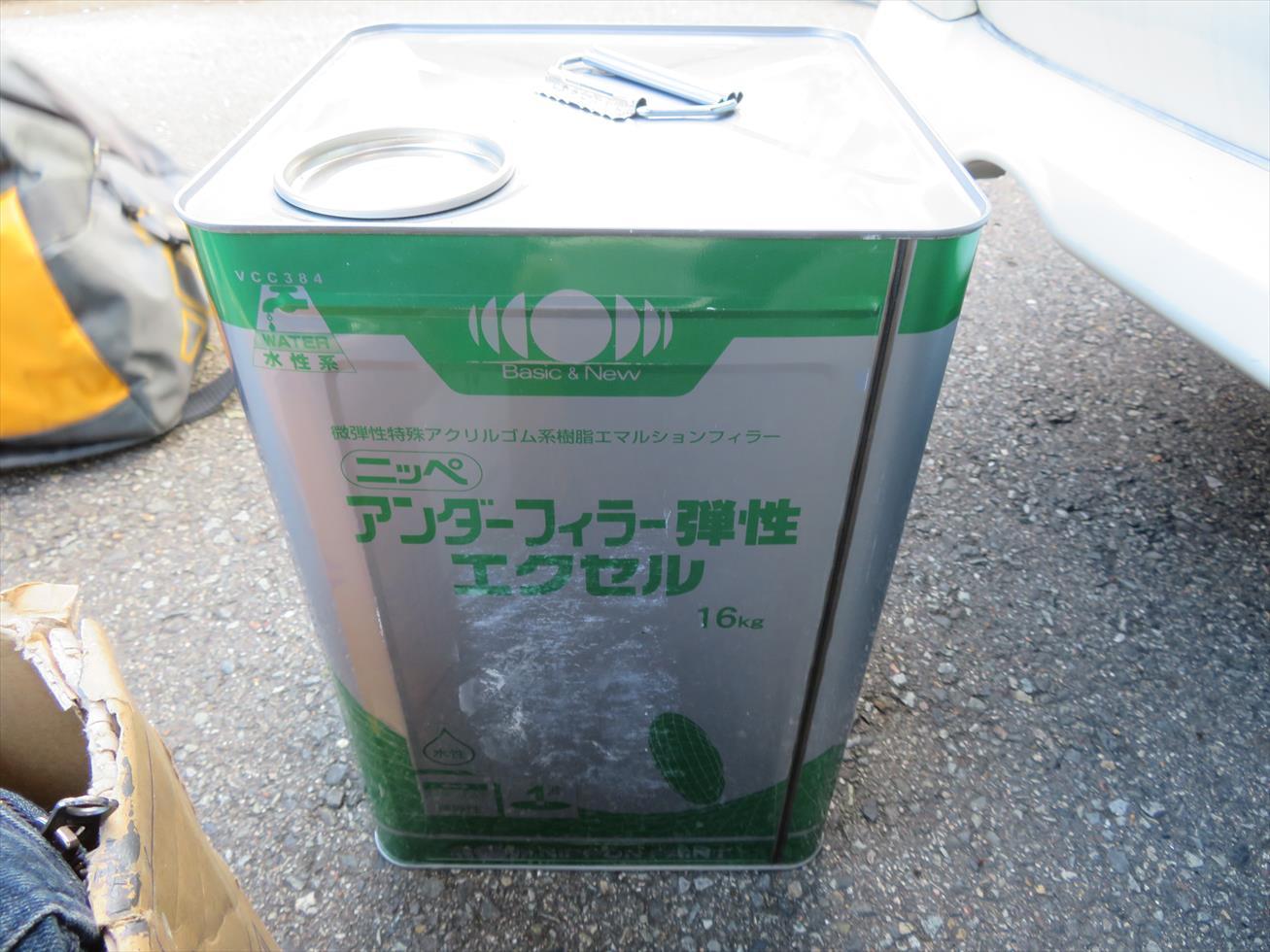宝塚市のALC壁面マンションにはパーフェクトトップを塗る前に「日本ペイントアンダーフィラー弾性エクセル」と言う微弾性フィラー塗材を塗布する。