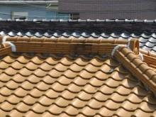 大棟と隅棟、鬼瓦が屋根頂上を飾る寄棟屋根