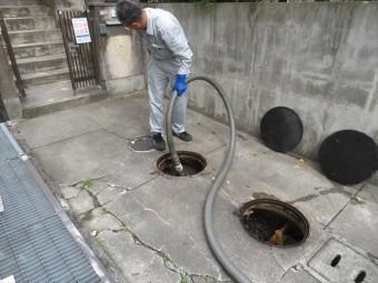 コンクリート工事をするガレージの基礎地盤に葉浄化槽や給水管、排水管、ガス管などが埋設されていて、この際に不便を解消しておきたい