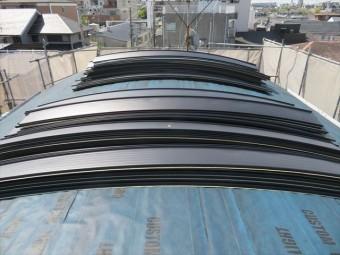 屋根材の荷揚げが終わったガルバリウム鋼板
