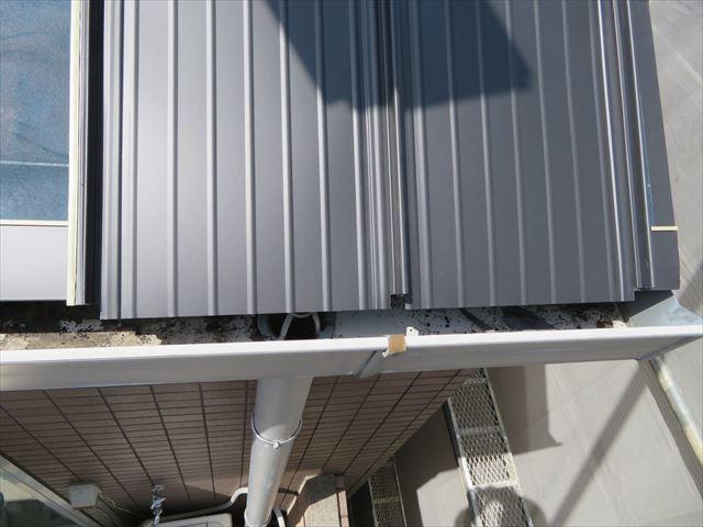 ガルバリウム鋼板屋根材立平333の下端の木口