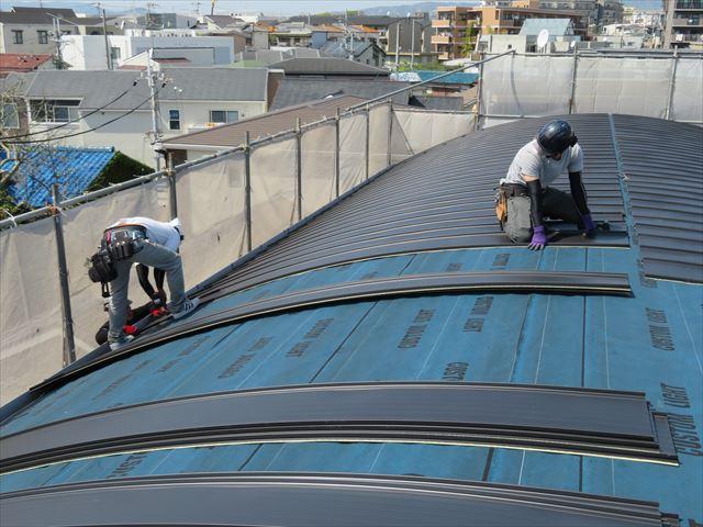 カバー工法は長所が短所を上回る合理的な屋根工事です