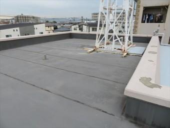 伊丹市で、陸屋根、ベランダ、バルコニーの防水状態が悪く、雨漏りの心配を抱えたままのお宅はありませんか。街の屋根やさん宝塚店は速やかに調査して、修理工事のツボをお示しします。