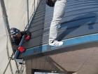 ガルバリウム鋼板製立平が最後の1枚を張ると屋根のカバー工事が完成