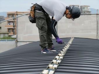 貫板の下地材が大棟包み板金を強固に固定する