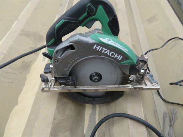 電動丸ノコの切断スピードは高速ですが、丸ノコよりも狭い場所には使えない