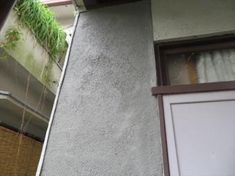 モルタル外壁左官作業は1度に厚塗りせず、2日に分けて作業し順次厚みを出していく