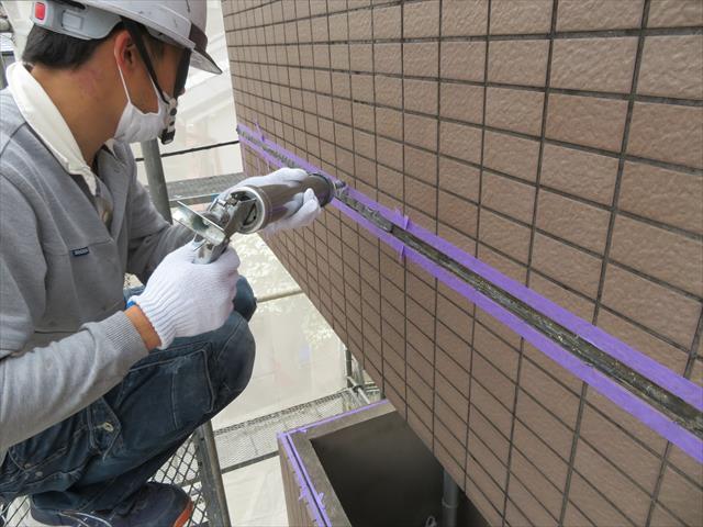外壁タイルの干渉目地のコーキングにはポリサルファイド系が適している