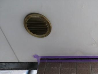マンション専有部から排出される生活呼気には水分が含まれるので、冬季には結露水の排出がみられる排気ダクト