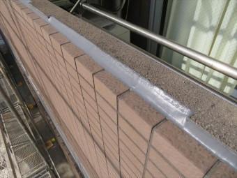 バルコニー外壁タイル天端境界の干渉目地もコーキングを新設した