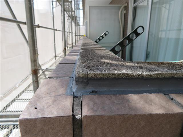 外壁タイル天端の水切り対策が奏功している様子を実際に見る