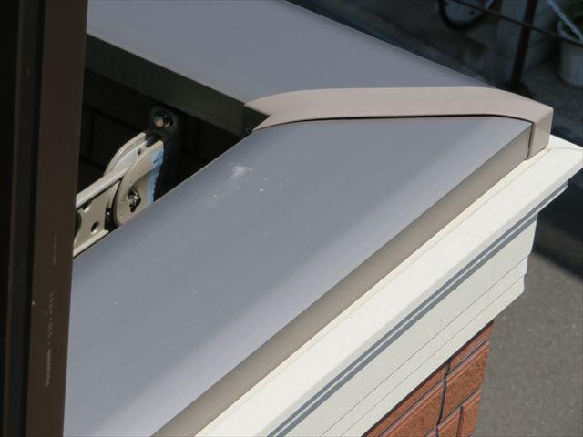 笠木はベランダ外壁やバルコニー外壁の天端からの雨水侵入を防ぐアルミ製の建築資材